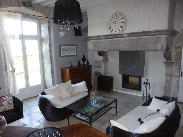 vente maison bourgeoise ch teau chalon lons nord voiteur lons le saunier arbois poligny. Black Bedroom Furniture Sets. Home Design Ideas