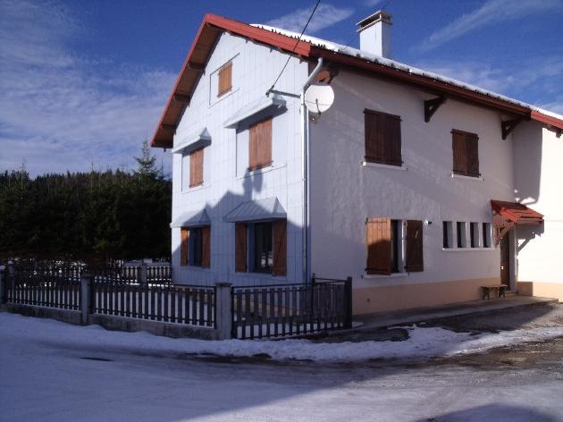 A louer maison F4 avec garage et petit terrain - Chaux des Prés